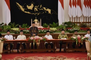 President Jokowi delivers remarks at Iftaar dinner with Heads of Government Institutions at the State Palace, Jakarta, Monday (6/5). (Photo by: Oji/PR)