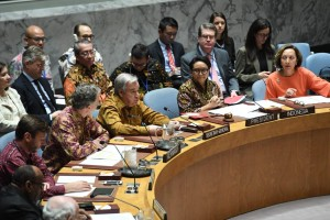 Menlu Retno Marsudi memimpin Sidang DK PBB di New York, AS, yang diikuti sejumlah peserta dengan dress code batik. (Foto: Kemlu RI)