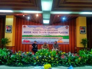 """Para narasumber dalam Forum Tematik Bakohumas tentang """"Mudik Asik Tanpa Sampah Platik"""" yang digelar Kementerian LHK, di Manggala Wanabakti, Jakarta, Selasa (28/5) pagi. (Foto: HENI/Humas)"""
