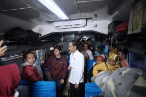 Presiden Jokowi saat mengunjungi Stasiun Pasar Senen, Jakarta, Jumat (31/5). (Foto: BPMI)