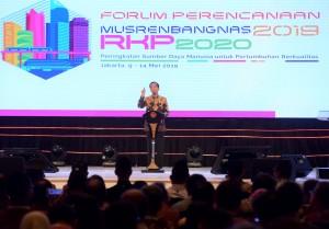 Presiden Jokowi menyampaikan sambutan pada Pembukaan Musrenbangnas 2019, di Shangri-La, Kota BNI, Jakarta Pusat, Kamis (9/5) pagi. (Foto: Rahmat/Humas)