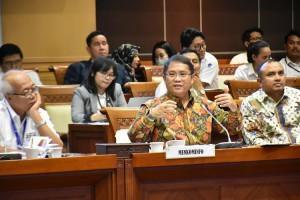 Menkominfo Rudiantara saat menghadiri Raker dengan Komisi I DPR RI, di Senayan, Jakarta, Senin (13/5). (Foto: Humas Kemenkominfo)