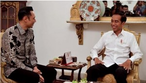 President Jokowi meets with Agus Harimurti Yudhoyono at Merdeka Palace, Jakarta, Thursday (2/5). Photo by: twitter account @jokowi