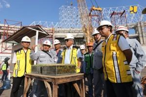 Menteri PUPR Basuki Hadimuljoo meninjau pembangunan Stadion Manahan, Solo, Jateng, Rabu (1/5). (Foto; BKP Kementerian PUPR)