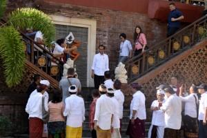 Presiden Jokowi meninjau Pasar Badung di Jalan Sulawesi, Dangin Puri Kangin, Kecamatan Denpasar, Kota Denpasar, Sabtu (18/5) pagi. (Foto: OJI/Humas)