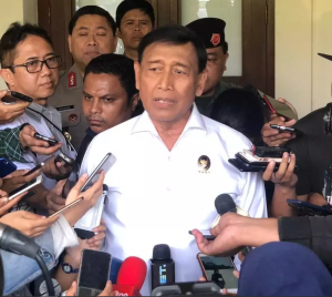 Coordinating Minister for Political, Legal, and Security Affairs Wiranto responds to reporters' questions at the Coordinating Ministry's office, Jakarta, Monday (17/6). (Photo by: Coordinating Ministry for Political, Legal, and Security Affairs PR)