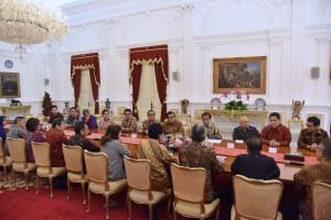Presiden Jokowi mnerima jajaran pengurus APINDO dan HIPPINDO, di Istana Merdeka, Jakarta, Kamis (13/6) pagi. (Foto: OJI/Humas)