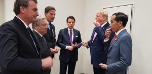 Presiden Jokowi berbincang dengan sejumlah pemimpin dunia, termasuk Presiden AS Donald Trump sebelum mengikuti pembukaan KTT G-20, di Osaka, Jepang, Jumat (28/6) pagi. (Foto: BPMI Setpres)