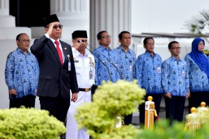 Secretary to Minister of State Secretary Setya Utama leads a ceremony to commemorate Pancasila Birth Day, at Ministry of State Secretariat, Saturday (1/6). (Photo by: PR/Agung)