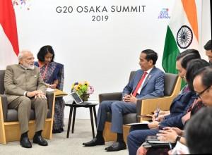 Presiden Jokowi melakukan pertemuan bilateral dengan PM India Narendra Modi, di sela-sela KTT G-20, di Osaka, Jepang, Sabtu (29/6) pagi. (Foto: BPMI Setpres)