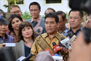 Chairman of the APINDO Haryadi Sukamdani talks to reporters after meeting with President Jokowi at Merdeka Palace, Jakarta, Thursday (13/6). (Photo: OJI/PR)
