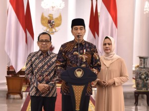 President Jokowi, accompanied by First Lady Iriana and Minister of State Secretary, expressed condolences over the passing of Ibu Ani Yudhoyono at Bogor Presidential Palace, Saturday (1/6). (Photo by: Bureau of Press, Media, and Information)