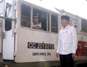 Presiden Jokowi saat menyampaikan pesan Idulfitri 1440 Hijriah di Stasiun Pasar Senen, Jakarta. (Foto: BPMI)