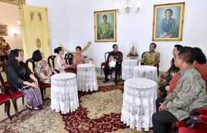 President Jokowi visits Keraton Ngayogyakarta Hadiningrat to meet Sultan Hamengkubuwono X, Friday (7/6). (Photo: BPMI).