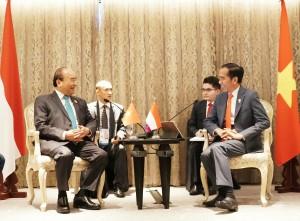 Presiden Jokowi dan PM Viet Nam lakukan pertemuan bilateral di Hotel Athenee Bangkok, Sabtu (22/6). (Foto: Humas/Moerti)
