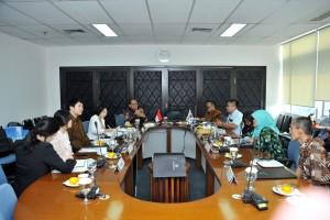 Delegasi dari Kementerian Legislasi Republik Korea bertemu dengan Tim Sekretariat Kabinet (Setkab) di Gedung Pakarti Lantai 11, Jalan Tanah Abang III No. 25-27, Jakarta Pusat, Senin (24/6) siang. (Foto: JAY/Humas)