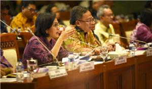 Menkeu Sri Mulyani Indrawati saat menghadiri Rapat Kerja dengan Komisi XI DPR RI, di Jakarta, Senin (17/6). (Foto: Humas Kemenkeu)