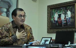 Seskab Pramono Anung dalam wawancara di ruang kerjanya Gedung III Kemensetneg, Jakarta, kemarin. (Foto: Rahmat/Humas)