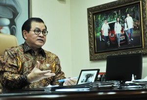 Seskab Pramono Anung dalam wawancara khusus di ruang kerjanya, Gedung III Kemensetneg, Jakarta, Selasa (25/6) siang. (Foto: Rahmat/Humas)