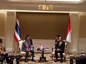 Presiden Jokowi memimpin delegasi Indonesia melakukan pertemuan bilateral dengan delegasi Thailand yang dipimpin oleh PM M Prayut Chan-o-cha, di Bangkok, Thailand, Sabtu (22/6). (Foto: Humas/Tarmuji)