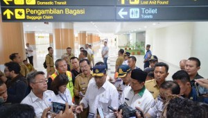 Menhub Budi K. Sumadi meninjau Bandara Internasional Kertajati, di Kab. Majalengka, Jabar, Selasa (18/6) siang. (Foto: Humas Kemenhub)