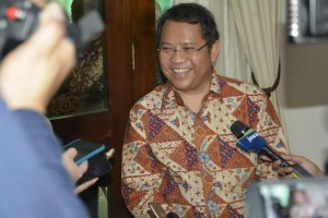 Menteri Kominfo menjawab wartawan saat silaturahmi idulfitri 1440 H di rumah dinas, Jakarta, Rabu (5/6). (Foto: Kemkominfo)