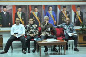 West Nusa Tenggara Governor Zulkieflimansyah, North Sumatra Governor Edy Rahmayadi, Central Java Governor Ganjar Pranowo, East Nusa Tenggara Governor Viktor Laiskodat before delivering press statement at Presidential Office, Jakarta, Monday (15/7). (Photo by: Jay/PR)
