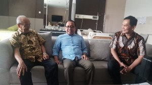 Minister of State Secretary Pratikno visits Buya Syafii Maarif who is currently hospitalized at PKU Muhammadiyah Hospital, Sleman, Yogyakarta, Saturday (27/7). (Photo by: Presidential Secreatriat)