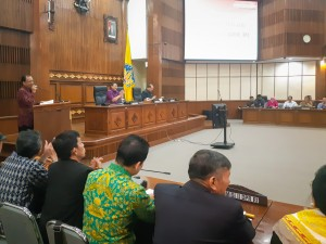 Governor of Bali Wayan Koster delivers remarks before members of the House of Representatives Commission II at the Office of the Governor of Bali, Denpasar, Bali, Monday (29/7). (Photo by: AGUNG/PR)