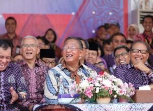 Menko Perekonomian Darmin Nasution mewakili Presiden menghadiri Peringatan Hari Koperasi, di Purwokerto, Jawa Tengah, Jumat (12/7). (Foto: Humas Ekon)