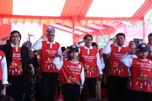 Menteri PPPA Yohana Yembise menghadiri acara Peringatan Hari Anak Nasional 2019, di Lapangan Karebosi, Makassar, Selasa (27/7) pagi. (Foto: Humas Kementerian PPPA)