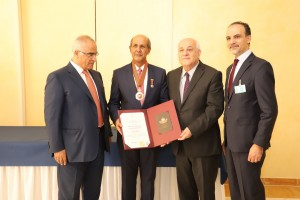 Ambassador Hasan Kleib receives an award from Palestine at the United Nations Office in Geneva, Friday (28/6). (Photo: Ministry of Foreign Affairs)