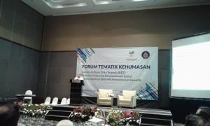 Karo Humas Kemensos Sonny W. Manalu membacakan sambutan sambutan Sekjen pada Forum Diskutik Tematik Bakohumas, di Swiss Bell Hotel, Mangga Besar, Jakarta, Senin (22/7) pagi. (Foto: Heni/Humas)