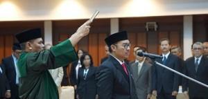 Bupati Kulon Progo Hasto Wardoyo saat dilantik sebagai Kepala BKKBN oleh Menteri Kesehatan Nila F. Moeloek, di Jakarta, Senin (1/7). (Foto: Biro Komunikasi Kemenkes)