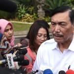 Menko Kemaritiman Luhut B. Pandjaitan menjawab wartawan usai menghadiri rapat terbatas di Kantor Presiden, Jakarta, Jumat (19/7) sore. (Foto: OJI/Humas)