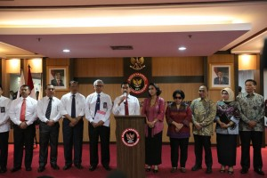 Selection Committee for prospective Corruption Eradication Commission (KPK) commissioners for the 2019-2023 on press release, Jakarta, Monday (1/7). (Photo by: Ministry of State Secretariat PR).