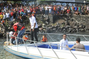 President Jokowi and his entourage leave Pelindo Port for Bunaken National Park, Manado, North Sulawesi, Friday (5/7). (Photo by: Jay/PR)