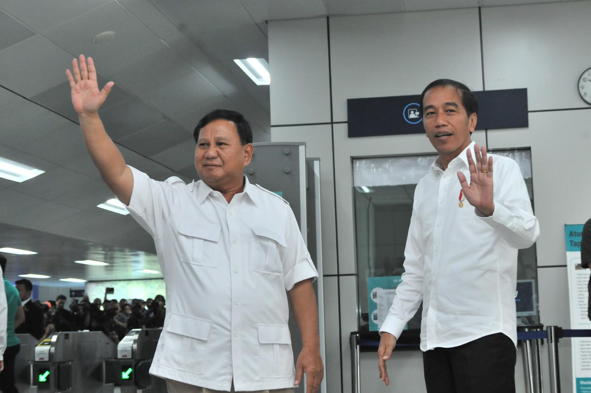 Image result for Prabowo dan jokowi bertemu di MRT