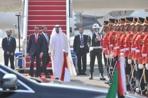 Presiden Jokowi menyambut langsung Putra Mahkota Abu Dhabi Sheikh Mohamed Bin Zayes Al-Nahyan, di Bandara Internasional Soekarno Hatta, Tangerang, Banten, Rabu (24/7) pagi. (JAY/Humas)
