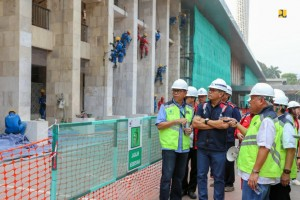 Minister of Public Works and Public Housing Basuki Hadimuljono inspects the renovation of the Istiqlal Mosque, Jakarta, Saturday (20/7). (Photo by: Minister of Public Works and Public Housing PR).