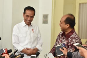 President Jokowi received Sutopo Purwo Nugroho at Bogor Presidential Palace, West Java, in October last year. (Photo: Jay/PR)