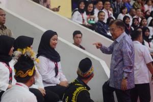 Wapres Jusuf Kalla menghadiri Pembukaan Pembukaan Pelatihan Dasar (Latsar) bagi sekitar 6.000 CPNS 2018, di Istora Senayan, Jakarta, Rabu (24/7) siang. (Foto: OJI/Humas)