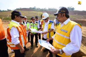 Public Works and Public Housing Minister Basuki Hadimuljono on his inspection in Sumedang, West Java, Tuesday (2/7). (Photo by: Ministry of Public Works and Public Housing PR).