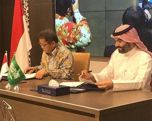 Minister of Communications and Informatics Rudiantara and Saudi Arabia's Minister of Communications and Information Technology Abdullah Al-Swaha sign an MoU, in Riyadh, Saudi Arabia, Thursday (4/7). (Photo by: Ministry of Communications and Informatics PR)
