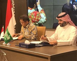 Menkominfo Rudiantara dan Menteri Komunikasi dan Teknologi Informasi Arab Saudi, Abdullah Alswaha, menandatangani MoU, di Riyadh, Arab Saudi, Kamis (4/7). (Foto: Humas Kominfo)