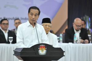 President-elect Jokowi delivers his remarks after the Official Announcement of the Elected Presidential and Vice Presidential Candidates in the 2019 General Election at the KPU Office, Jakarta, Sunday (30/6). Photo by: Jay/PR.