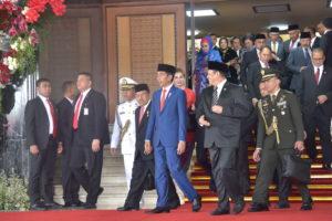 President Jokowi accompanied by Vice President Jusuf Kalla and the Speaker of the House of Representatives leaves Nusantara Building of the legislative complex, Senayan, Jakarta, Friday (16/8). (Photo by: Deny S/PR)