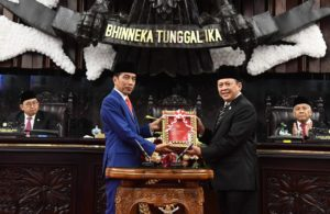 President Jokowi hands over Bill on the State Budget for the 2020 Fiscal Year and Its Financial Note to the Speaker of the House of Representatives Bambang Soesatyo, Jakarta, Friday (16/8). (Photo by: BPMI)
