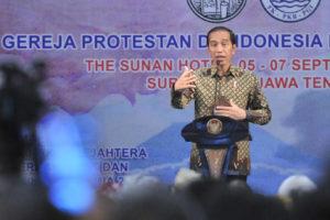Presiden Jokowi menyampaikan sambutan pada pembukaan Konsultasi Nasional XIII Tahun 2019 Forum Komunikasi Pria Kaum Bapak Persekutuan Gereja-Gereja di Indonesia, di Hotel Sunan, Solo, Jawa Tengah, Jumat (6/9) sore. (Foto: JAY/Humas)
