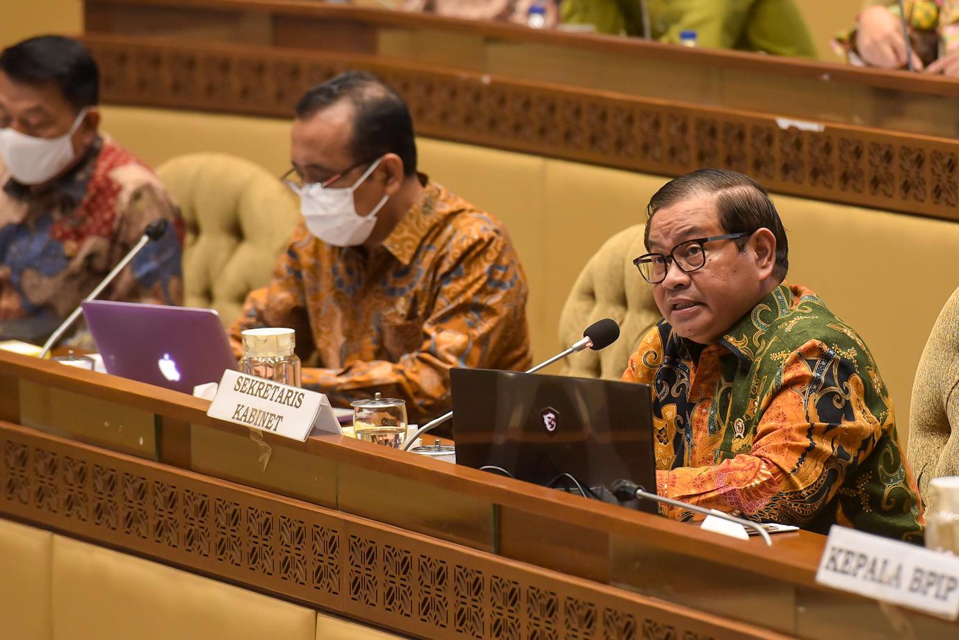 Seskab Pramono Anung pada Raker DPR